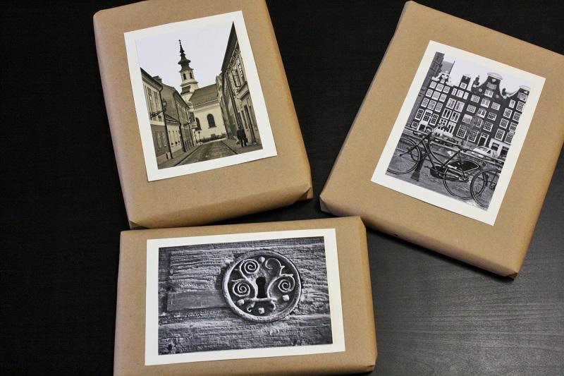 3 Geschenke mit Packpapier verpackt und Foto